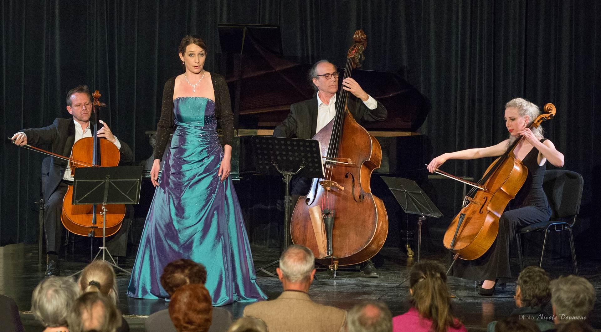 Ulrike Van Cotthem avec le Trio de Basses, Théâtre du Minotaure avril 2016